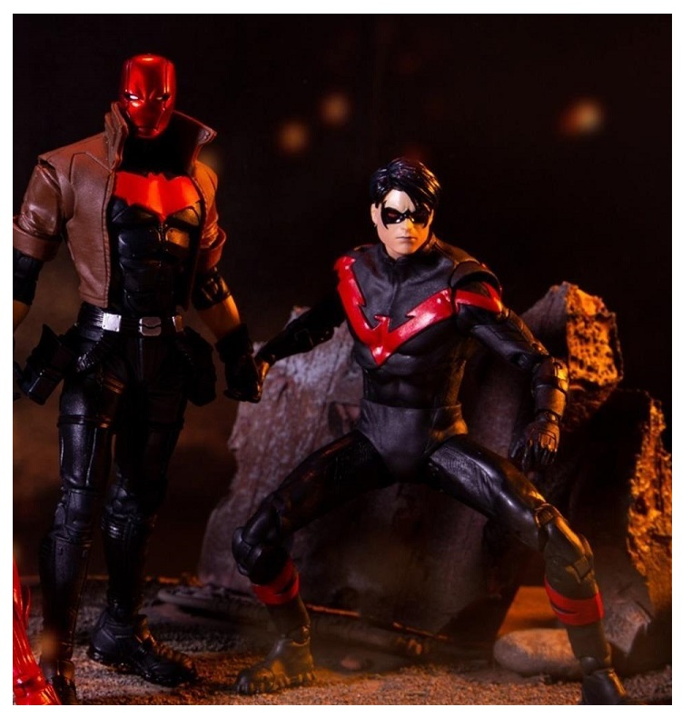 DC MULTIVERSE NIGHTWING & RED HOOD